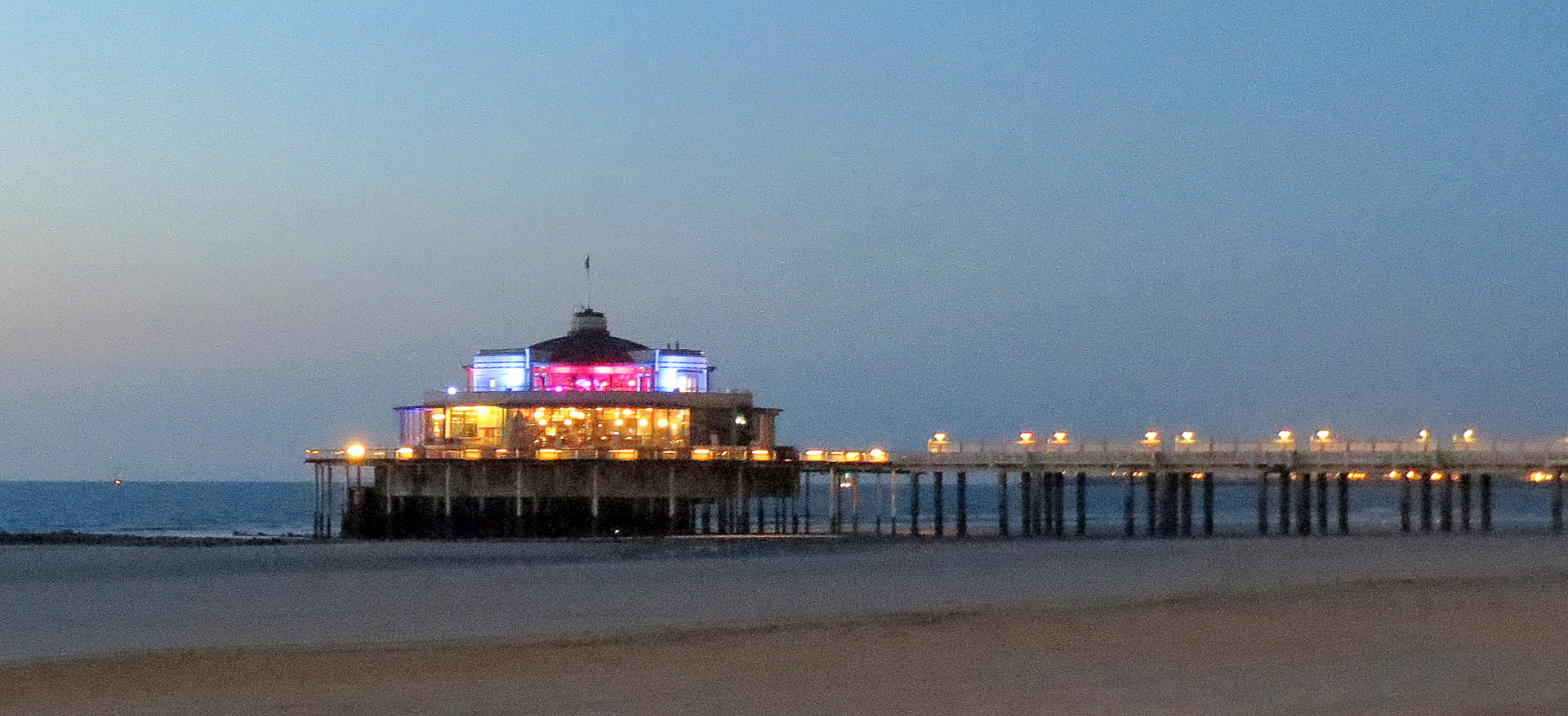 Le Pier by night